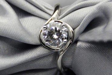 Sells Moissanite Engagement Rings
